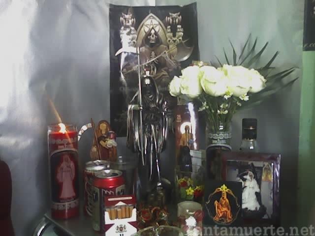 Santa Muerte ofrendas